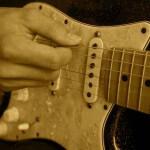 ギターのピッキングフォーム 右手を固定する?浮かせる?
