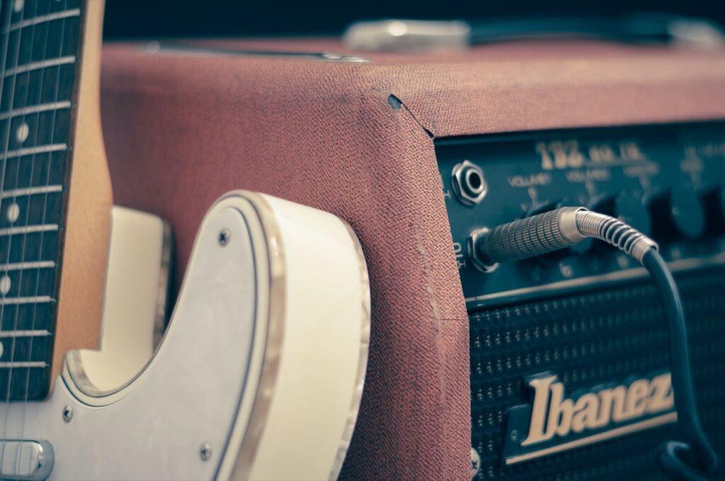 ギター シールド アンプ