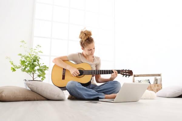 クラシックギターの演奏
